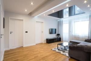 A television and/or entertainment center at Prestige Apartamenty Bystra Woda Centrum