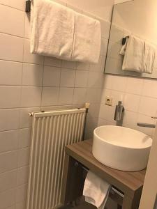 حمام في فندق ومطعم فليتشر دي فيته بروخ