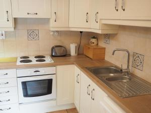 A kitchen or kitchenette at Coolanowle Self Catering Holiday Accommodation