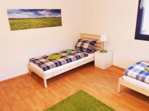 A bed or beds in a room at Gräfrath Gästehaus Neunkirchen-Seelscheid