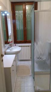 "A bathroom at Appartamento ""La Piccola"""