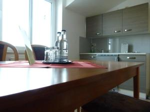 A kitchen or kitchenette at Hotel-Pension Pastow Garni