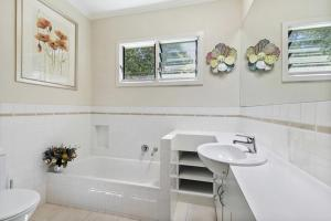 A bathroom at Torquay Retreats Aus - Bristol Road