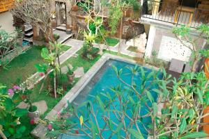 A view of the pool at Kubu Loris Residence or nearby