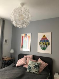 Łóżko lub łóżka w pokoju w obiekcie Apartament Garnizon No. 1