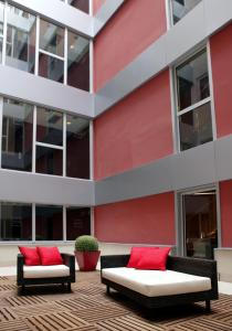 A seating area at Hotel Zenit Bilbao