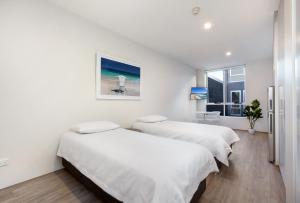 A bed or beds in a room at Bondi Beach Studio King Suite 1