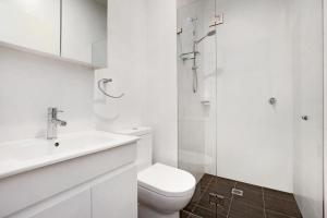 A bathroom at Bondi Beach Studio King Suite 1