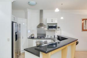 A kitchen or kitchenette at MacArthur Chambers