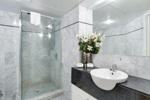 A bathroom at MacArthur Chambers