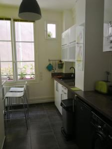 A kitchen or kitchenette at We Loft