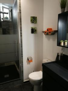 A bathroom at We Loft