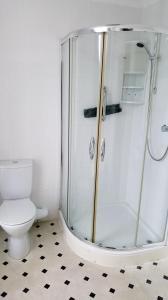 A bathroom at The Osborne Hotel