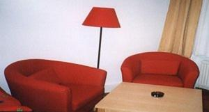 A seating area at Appartement Pension 700m zum Ring