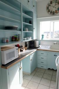 A kitchen or kitchenette at Sauerdough Lodging
