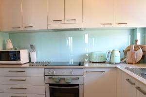 A kitchen or kitchenette at CHILL-OUT LAKESIDE @ FORSTER