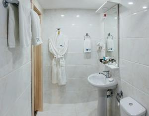 A bathroom at Express City Hotel