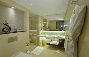 حمام في كراون بلازا البحرين