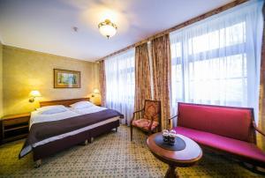 Łóżko lub łóżka w pokoju w obiekcie Hotel Opera