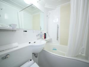 A bathroom at APA Hotel Higashi-Umeda Minami-morimachi-Ekimae