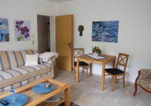 Ein Sitzbereich in der Unterkunft Ferienwohnung-Mosel