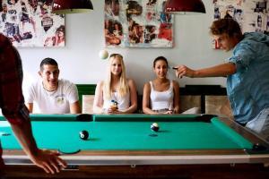 A pool table at Hostel Hütteldorf
