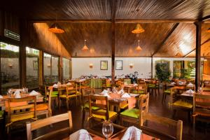 A restaurant or other place to eat at Monteverde Country Lodge - Costa Rica