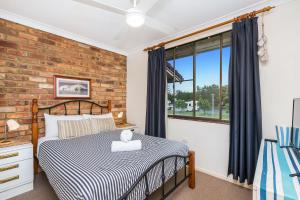 A bed or beds in a room at 6/70 Lawson Street - Atlantis