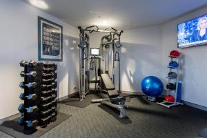 The fitness center and/or fitness facilities at Hotel Grand Chancellor Brisbane