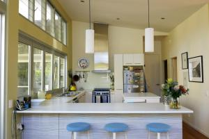 A kitchen or kitchenette at Deepdene