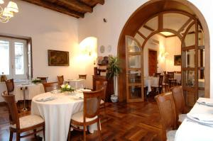 A restaurant or other place to eat at Hotel Ristorante Le Clarisse