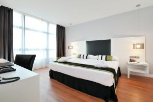 A bed or beds in a room at Vincci Málaga