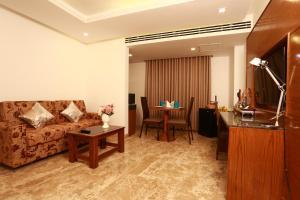 A seating area at Marino Royal Hotel