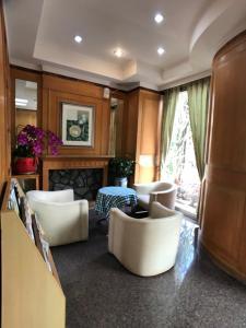 The lounge or bar area at Shiah Yih Hotel