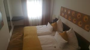 A bed or beds in a room at Appart-Hotel Bad Godesberg