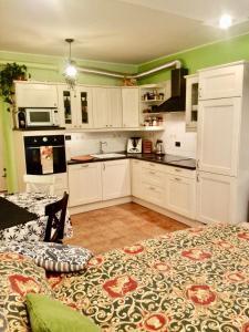 Cucina o angolo cottura di Cozy House in Sarpi