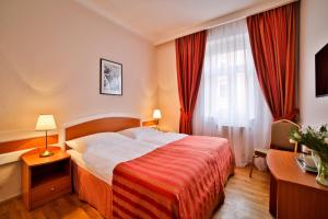 A bed or beds in a room at Marketa