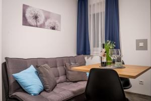 Ein Sitzbereich in der Unterkunft Sunny Hotel Straubing