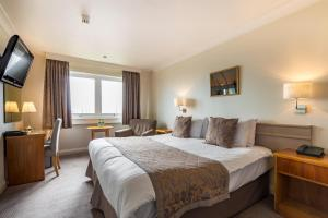 A bed or beds in a room at Thistle Poole