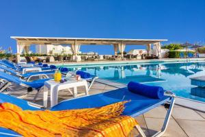 Basen w obiekcie Hotel Hara Ilios Village lub w pobliżu