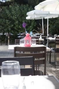 A restaurant or other place to eat at Campanile Cergy Saint-Christophe