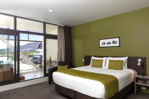 A bed or beds in a room at Quest Rotorua Central Apartment Hotel
