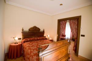 A bed or beds in a room at Hospedería Bodas de Camacho