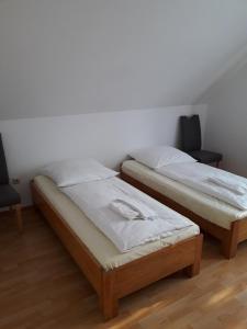 Een bed of bedden in een kamer bij Ferienpark Tannenbruchsee