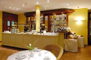 Ein Restaurant oder anderes Speiselokal in der Unterkunft Wyndham Garden Potsdam