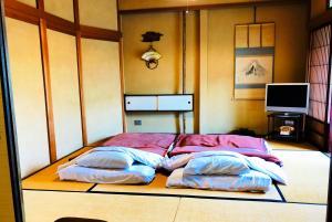 旅館 かみなかにあるベッド