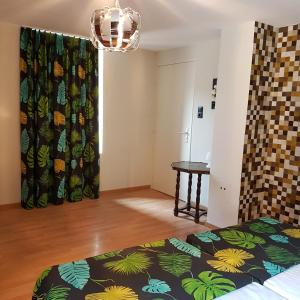 A bed or beds in a room at Alsace Randonnee ou Ski Bel appartement