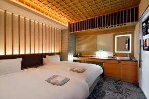 A bed or beds in a room at HOTEL HILLARYS Akasaka
