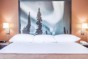 A bed or beds in a room at Super 8 by Wyndham Meadow Lake