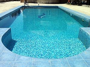 A piscina localizada em Shuvelan Cottage House ou nos arredores